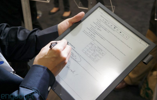 A Closer Look At Sony S New 13 3 E Ink Pdf Reader