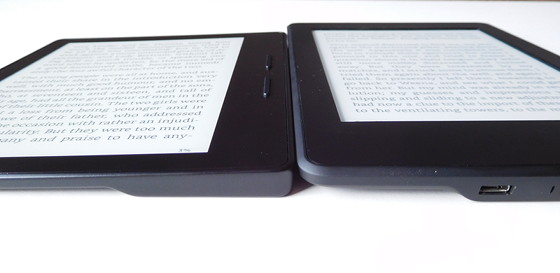 Kindle Oasis vs Kindle Paperwhite Side